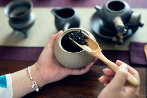 kinesisk sort te traeske
