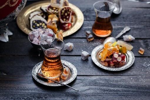 kopper med tyrkisk te