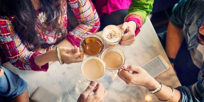 Kopper med kaffe og te