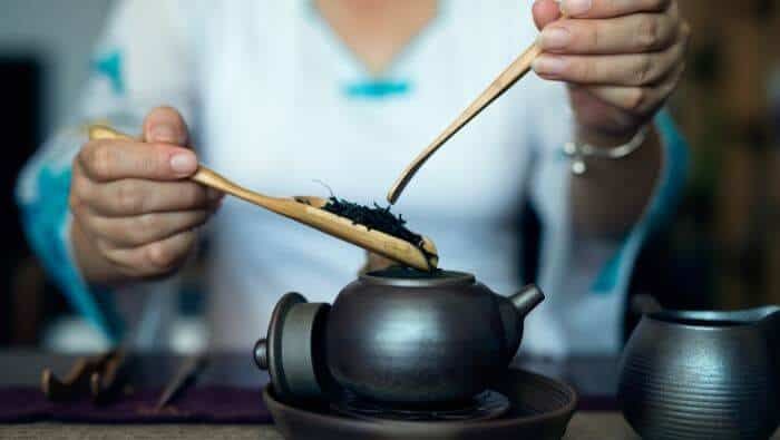 tebrygning kinesisk te tekande brygning, guide, historie, holdbarhed, hvad er, hvordan fremstilles, koffein, opbevaring, sort, sort te, te